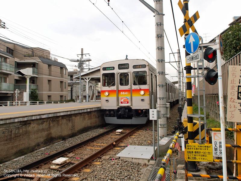 北千束駅のホームと電車(8500系) - photo5
