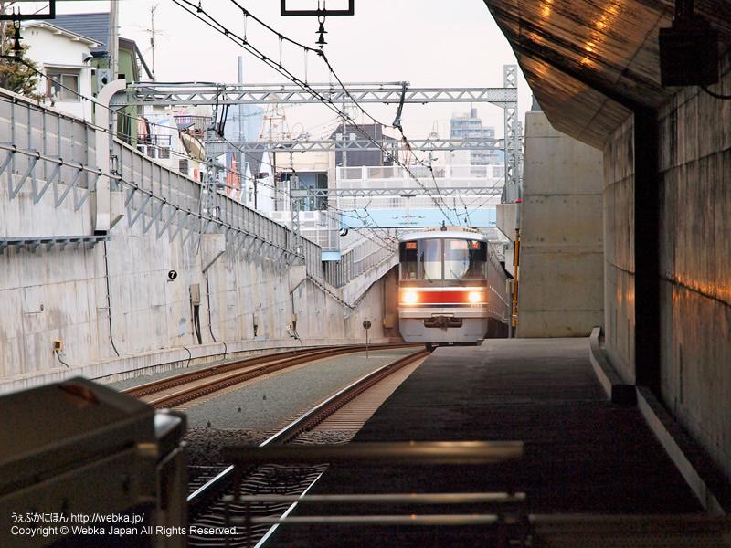 洗足駅プラットホームから電車(東急3000系)を撮影 - photo10