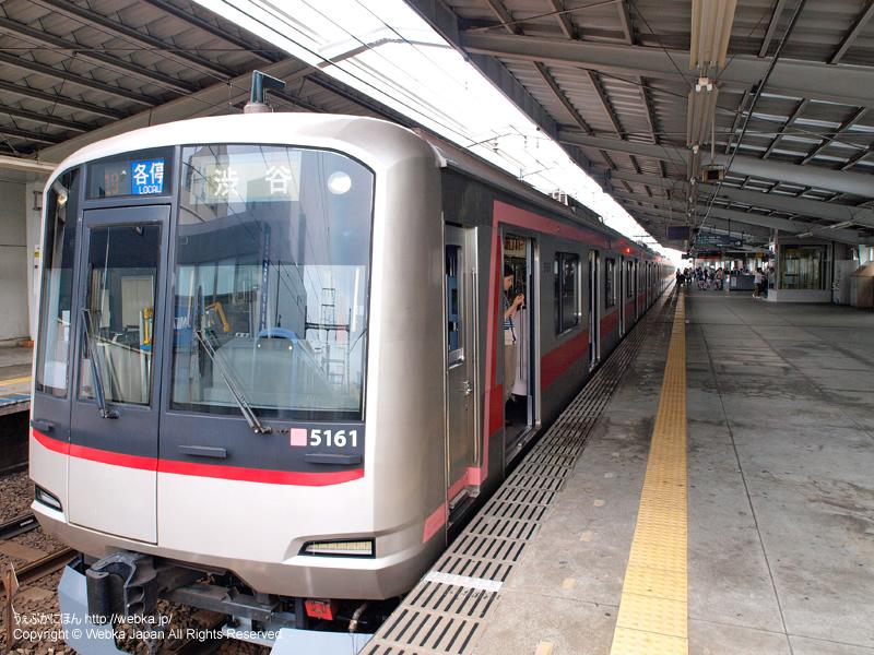 祐天寺駅ホームと電車(東急5050系) - photo4