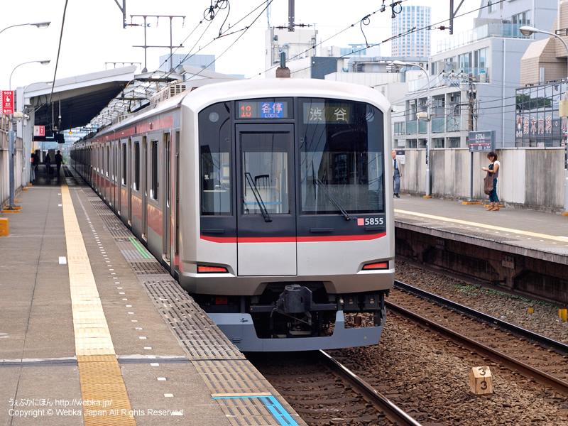 祐天寺駅ホームと電車(東急5050系) - photo6