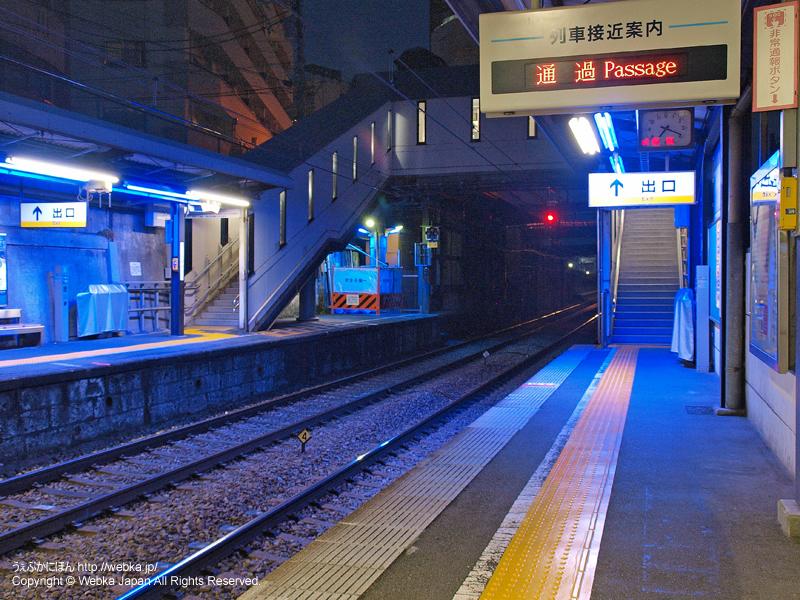神奈川駅のホームと階段 - photo7