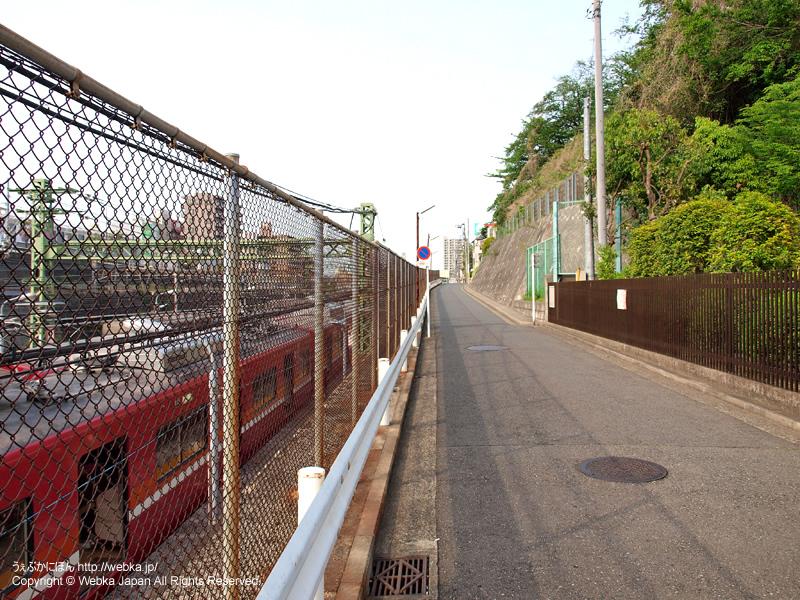 神奈川駅の駅前の道 - photo14