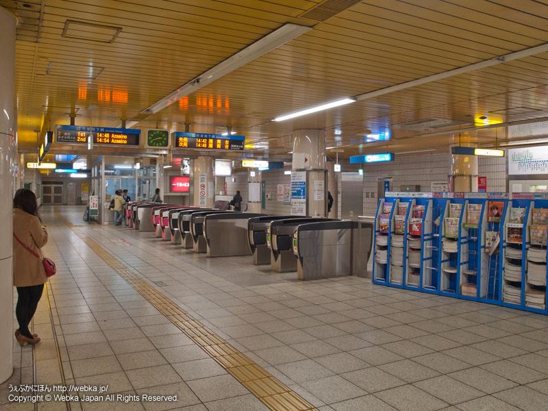 横浜市営地下鉄ブルーライン戸塚駅の改札 - photo10