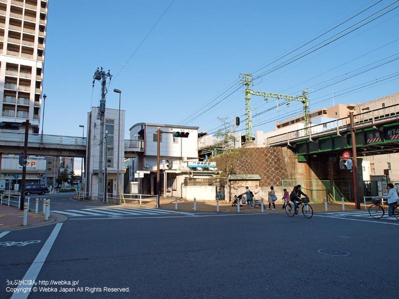 仲木戸駅と駅前 - photo3