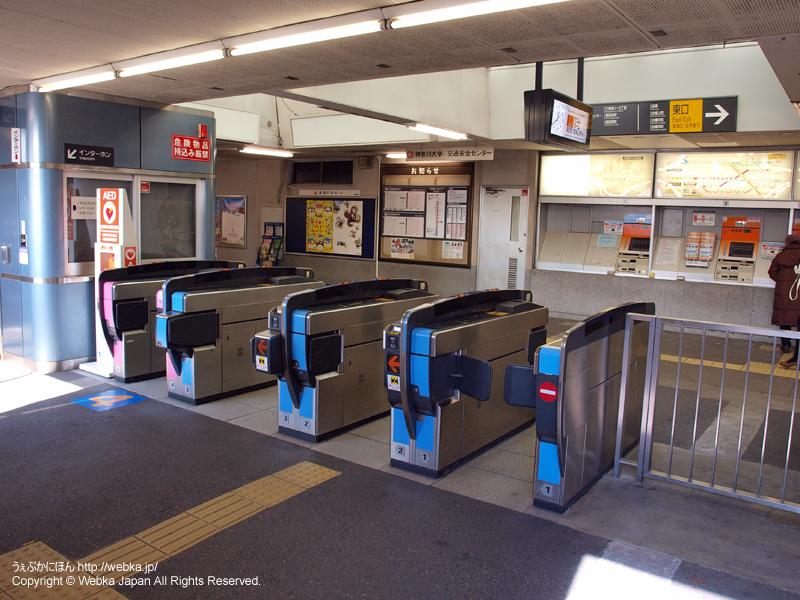 白楽駅2階改札と券売機 - photo6