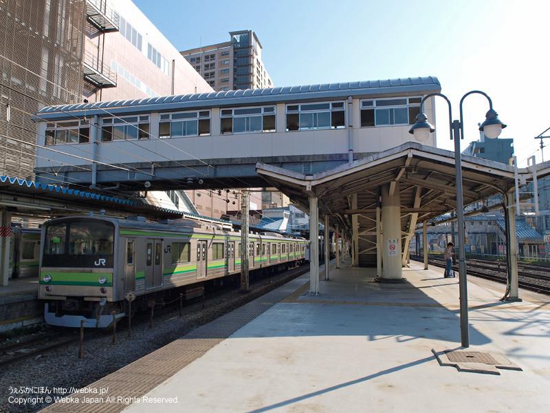 東神奈川駅ホームと横浜線の電車 - photo3
