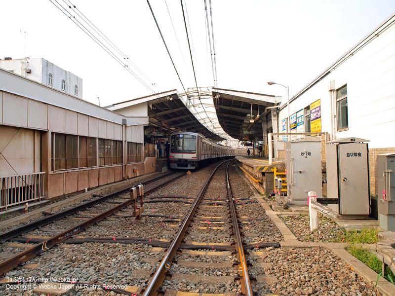 妙蓮寺駅前の踏切内よりホームを望む - photo10