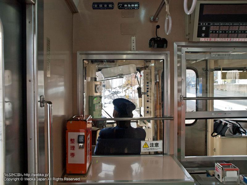 十和田観光電鉄線のモハ7305電車の車内