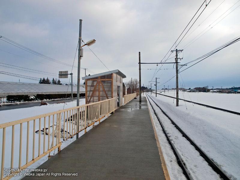 十和田観光電鉄線の大曲駅(おおまがりえき)のホーム