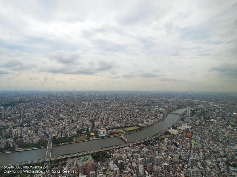東京スカイツリー展望デッキフロア350から見た隅田川・南千住方面